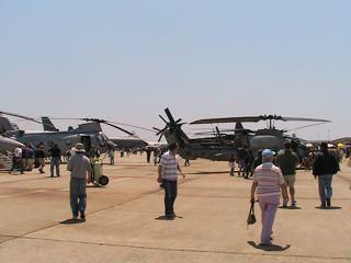 攻撃ヘリコプターと輸送ヘリコプター