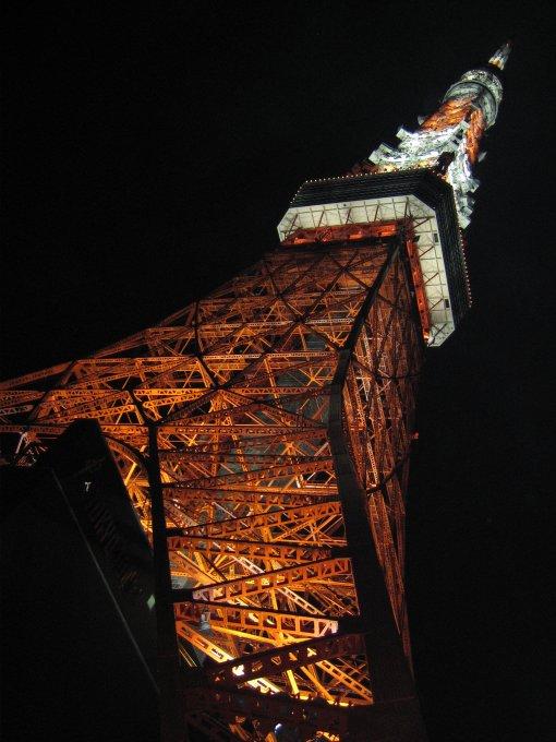 夜の東京タワー(真下から)