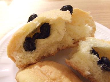黒豆和三盆メロンパン