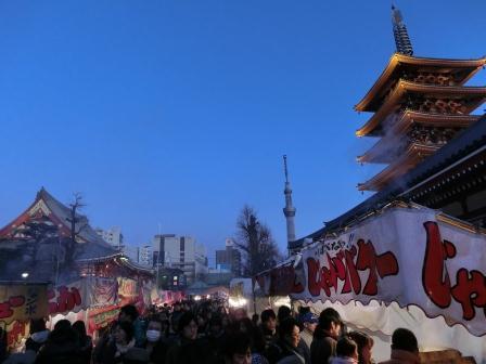 正月浅草ツアー 夕暮れの浅草寺