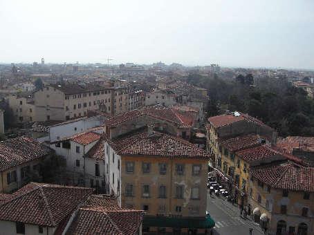 斜塔頂上からの眺め2
