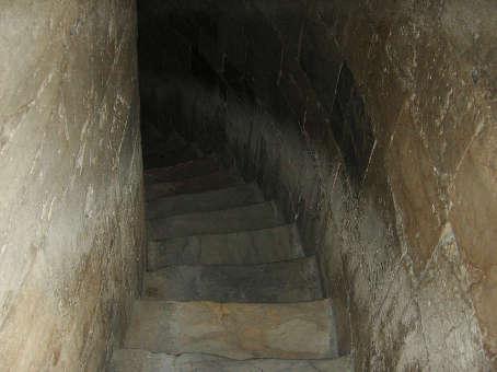 斜塔内部の階段