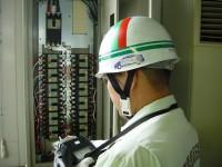 低圧配電盤点検中