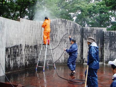 1.ステージを高圧洗浄