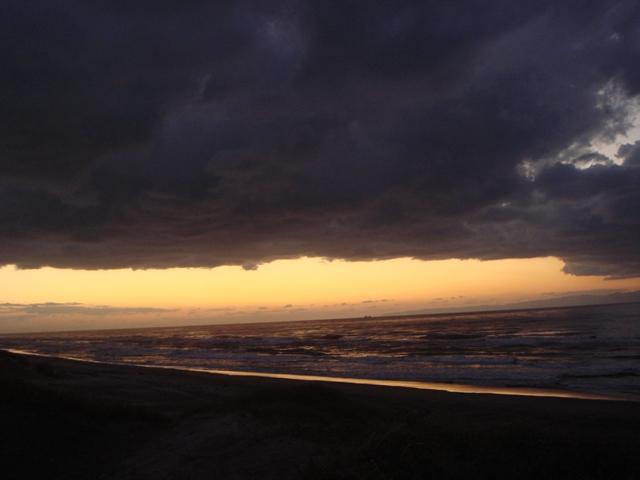 3-雲と海の間の夕日2008.11.01