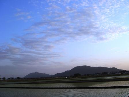 夕暮れの角田山