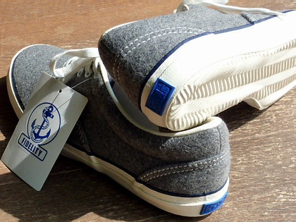 FIDELITY×Kedsのデッキシューズ。