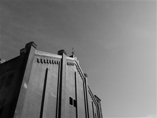 白黒赤煉瓦倉庫