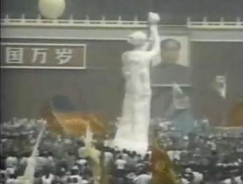 民主の女神像と毛沢東肖像 WS000042