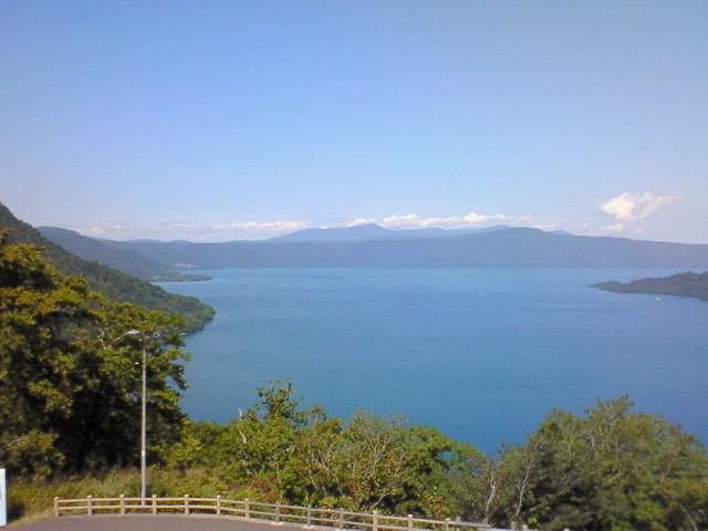 展望台からの十和田湖