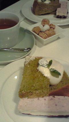 抹茶シフォンとチーズケーキ