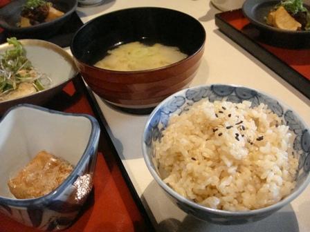 玄米ご飯とお味噌汁