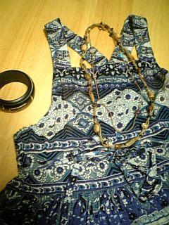 ウッドと麻のリゾートネックレス着用