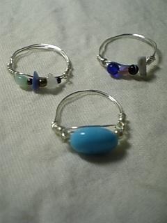 ワイヤーリング ブルー系マルチ天然石3つ