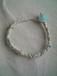 編みブレス 砂浜