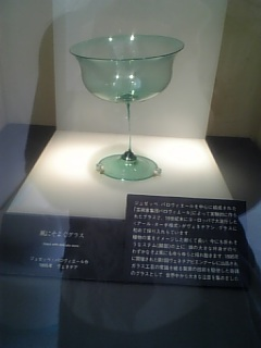 ゆれるガラスのグラス