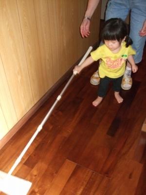 s-掃除をするアン子さん