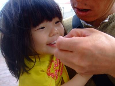 s-アイスを食べるアン子さん