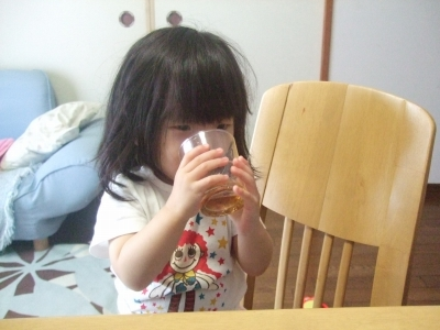 s-コップ飲み