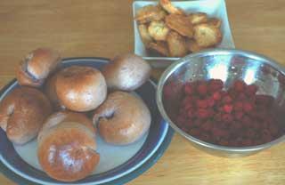 ブルーベリーベーグルとラズベリー、胡桃クッキー