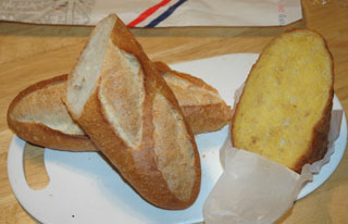 ドンクのフランスパンとメープルのパン