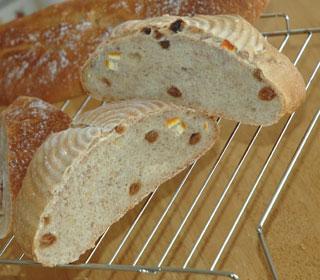 ルバーブジャム酵母のパンの断面