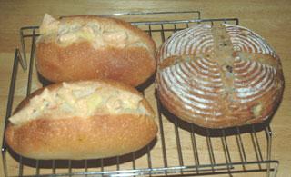 黒胡椒チーズパンとヨーグルト酵母カンパーニュ