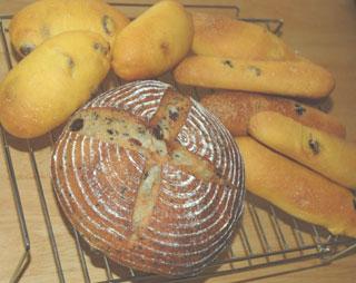 ルバーブジャム酵母のカンパーニュとにんじんパン