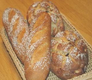 フルーツブレッドとフランスパン