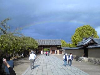 夢殿へ向かう途中で虹!