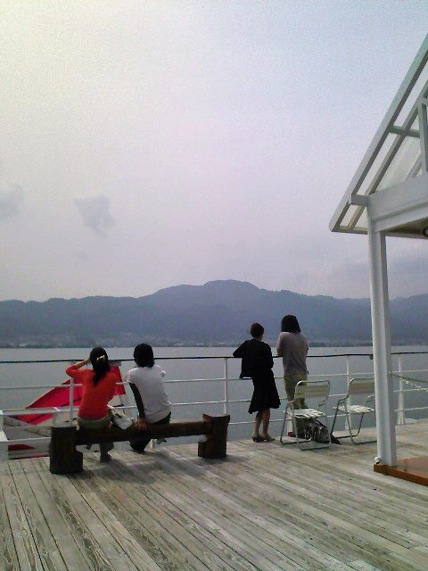 琵琶湖上からの比叡山