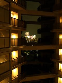 高層住宅から花火見物