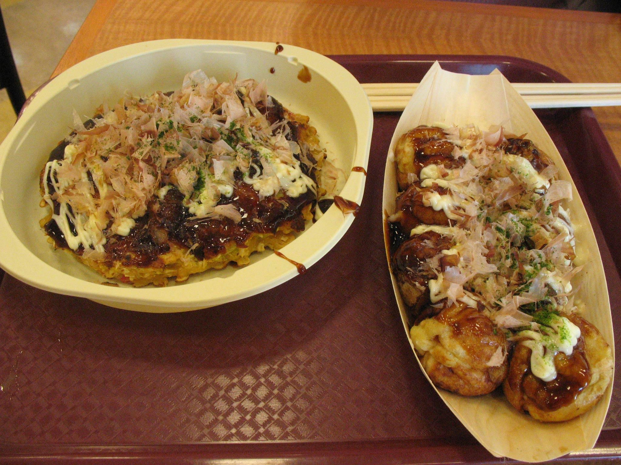 ブルメールHAT神戸1階の関西スーパー横の店のたこやきとお好み焼き