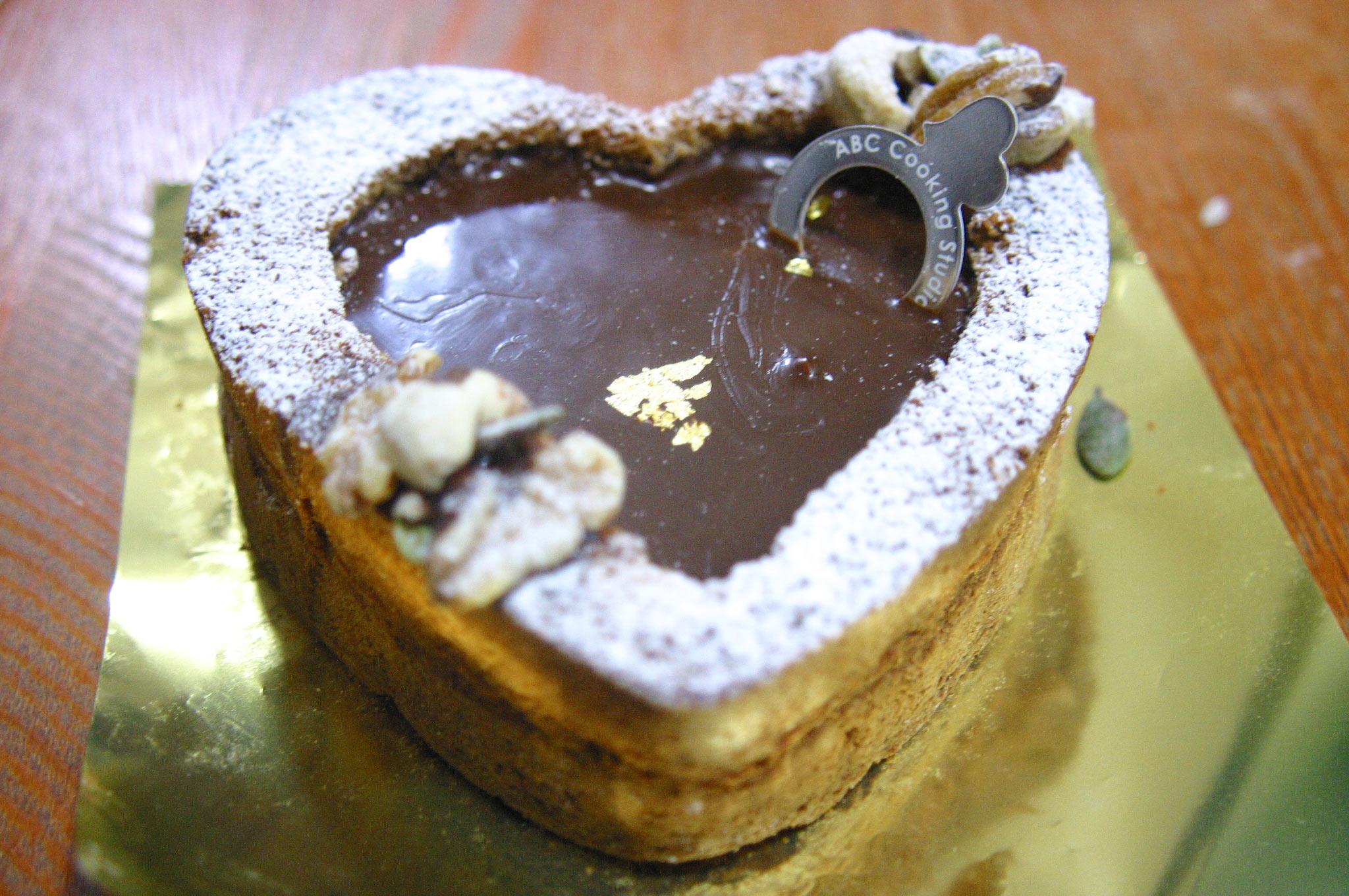 神戸三宮ABCクッキング講習でつくりましたバレンタインケーキ