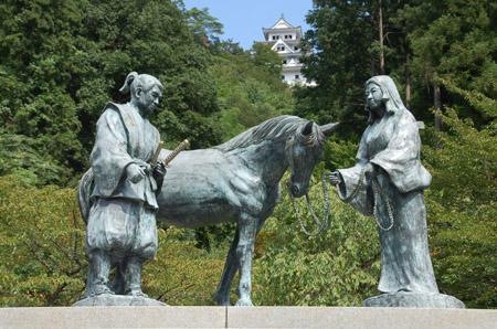山内一豊・千代の像2