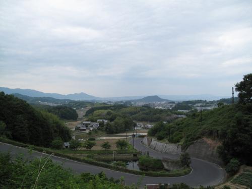 畝傍山を望む