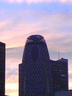夕焼けとコクーンタワー