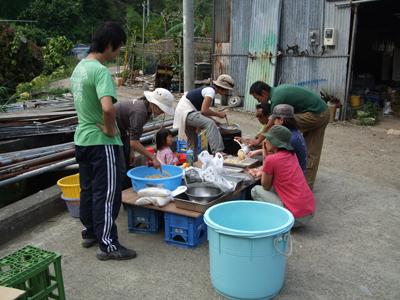 味噌作り人々