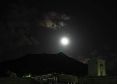 旭山と月2