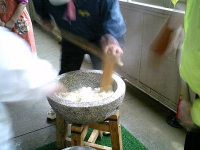 08.01.12 ふれあい餅つき (7)