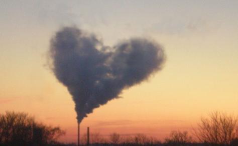 「工場だ」とか「火葬場で煙は出ない」とかそんな野暮な話は抜きで