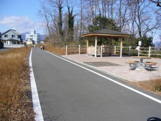 利根川自転車道。グリーンドーム前橋対岸の中央大橋を少し過ぎたところです。