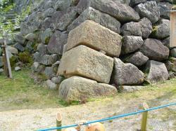 平城京羅城門の礎石だそうです。