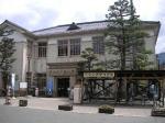 昭和初期に建てられた、旧八幡町役場。現在は記念館として観光案内や土産物の展示販売を行う拠点に。