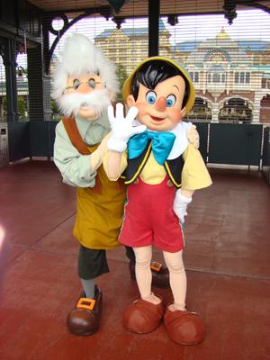 ピノキオ・ゼペット エント ゲート前