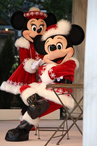 ミッキー クリスマスグリ 足組み