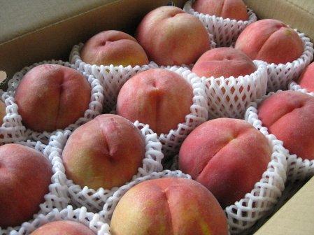 箱入りの桃