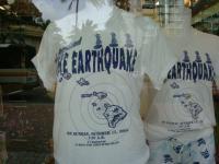 地震シャツ