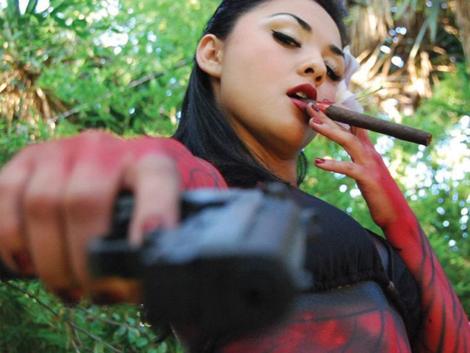ハードボイルドに武器を持つ女性の写真いろいろ Part4