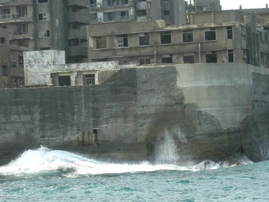 波の高いところは防波堤も高くしてある